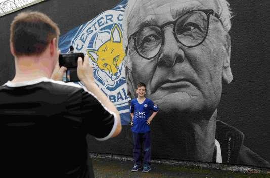 Le portrait de Claudio Ranieri trône sur un mur, à Leicester, en mai 2016.
