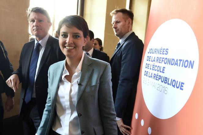 Najat Vallaud-Belkacem et l'ancien ministre de l'éducation nationale Vincent Peillon à son arrivée à la conférence pour la refondation de l'école lundi 2 mai.