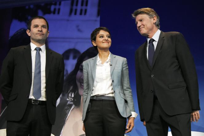 La ministre de l'éducation nationale Najat Vallaud-Belkacem entourée de Benoît Hamon (à gauche) et Vincent Peillon (à droite), ces prédécesseurs, le lundi 2 mai, lors de la première des deux journées consacrées à la refondation de l'école de la République.