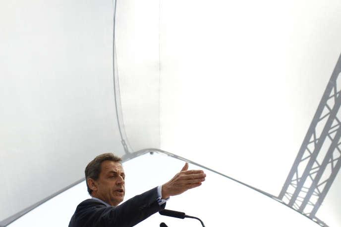 visite de Nicolas Sarkozy à Nice esplanade Jacques Cotta le 26/04/2016. Dedicace de son ouvrage La France pour la vie.
