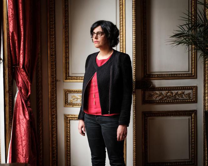 Myriam El Khomri, ministre du Travail, de l'Emploi, de la Formation professionnelle et du Dialogue social au ministère du travail à Paris, le 30 avril 2016.