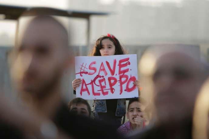 Manifestation de solidarité avec les habitants de Alep à Tripoli au Liban le 1er mai.