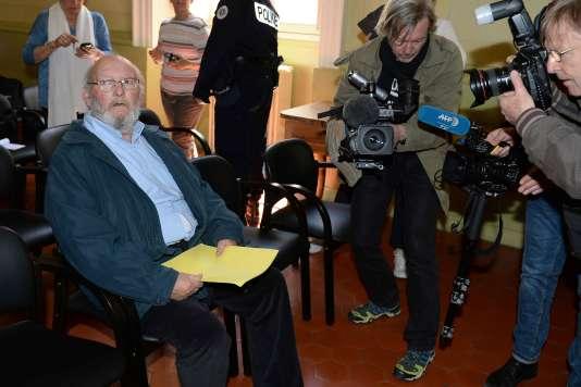 Jean-Claude Mas devant la cour d'appel d'Aix-en-Provence .