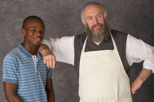 """Jerome Holder et Jonathan Pryce dans """"Dough"""", de  John Goldschmidt."""