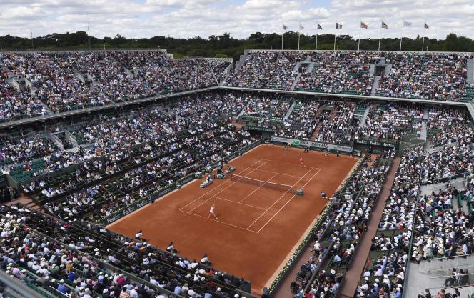Le court Philippe-Chatrier, court central du stade Roland-Garros, le 5juin2014.