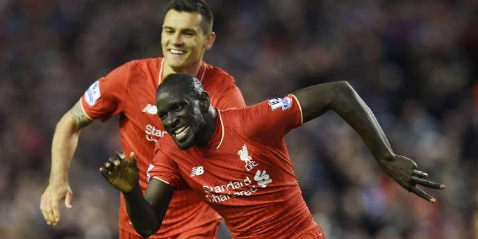 Le défenseur Mamadou Sakho (au premier plan) sous le maillot de Liverpool le 20 avril.