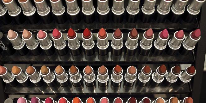 Des rouges à lèvres de la marque MAC, dont est propriétaire Estée Lauder.
