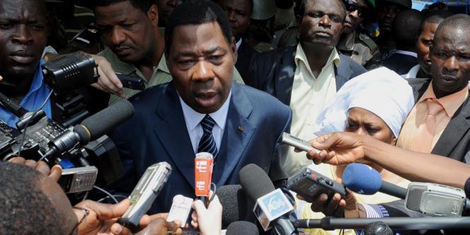 L'ancien président Thomas Boni Yayi devant la presse, à Cotonou le 13 mars 2011.