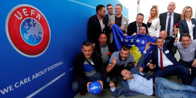 Membres de la délégation kosovare au congrès de l'UEFA, à Budapest, le 3 mai 2016.