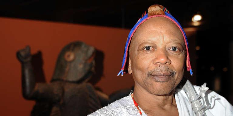 Le descendant du roi Gbèhanzin au Musée du Quai Branly, à Paris le 7 avril 2010.