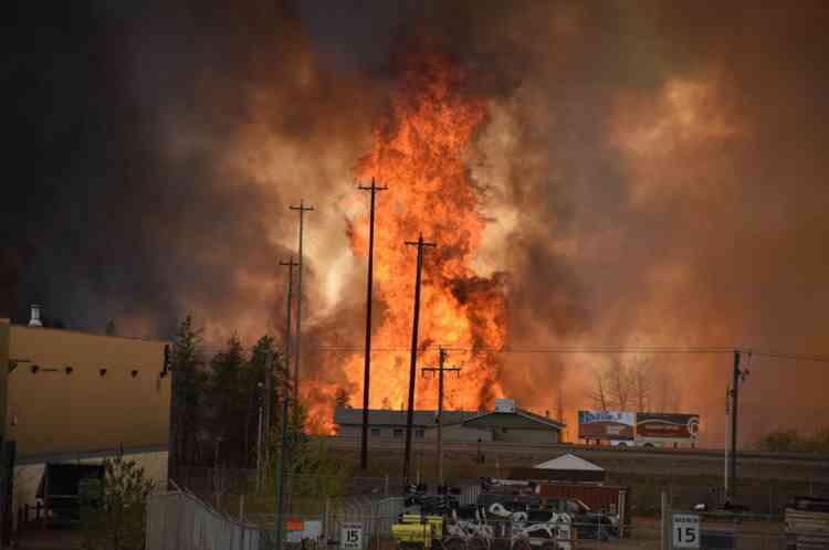 A cause de feux hors de contrôle depuis mercredi, des quartiers entiers ont été ravagés par les flammes à Fort McMurray, ville au nord de la province canadienne de l'Alberta (ouest). Celle-ci a été vidée de ses quelque 100 000 habitants.