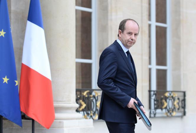 Jean-Jacques Urvoas, le ministre de la justice, sur le parvis de l'Elysée à Paris le 27 avril.