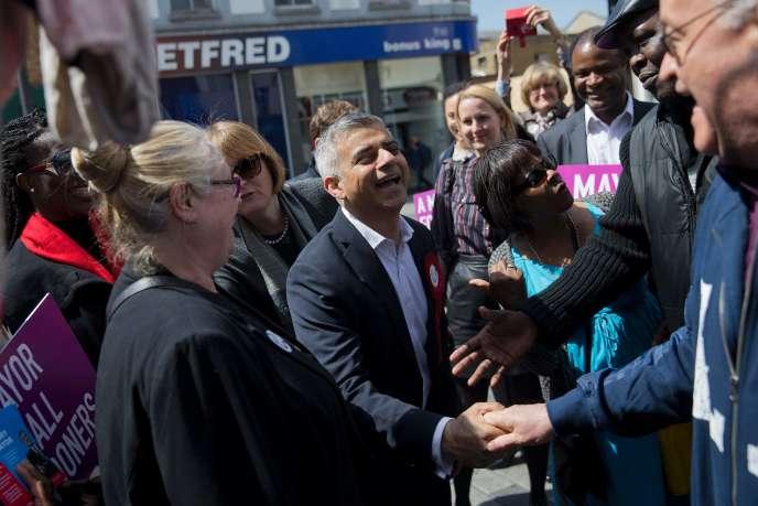 Le travailliste Sadiq Khan en campagne pour être maire de Londres le 4 Mai à Londres.