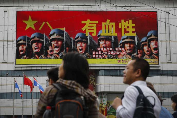 Publicité de propagande pour l'Armée populaire de libération, l'armée chinoise, à Pékin en mai 2016.