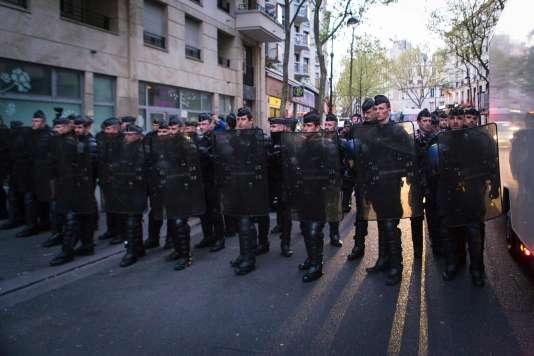 Contrairement aux précédentes, cette évacuation a été menée par la police, et non par la ville de Paris.
