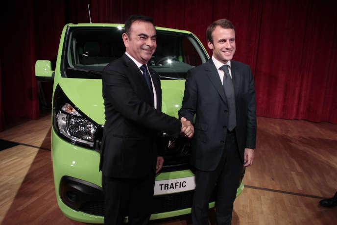 Carlos Ghosn, le patron de Renault, et Emmanuel macron, le ministre de l'économie, à Sandouville le 30 septembre 2014.