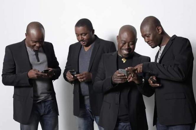 Le groupe Magic Sytem, en février 2016 à Paris. Didier Bonaventure Deigna, alias Pépito (deuxième à partir de la gauche) était batteur, choriste et chef d'orchestre du groupe ivoirien. Sur sa page Facebook, le groupe a intitulé cette photo