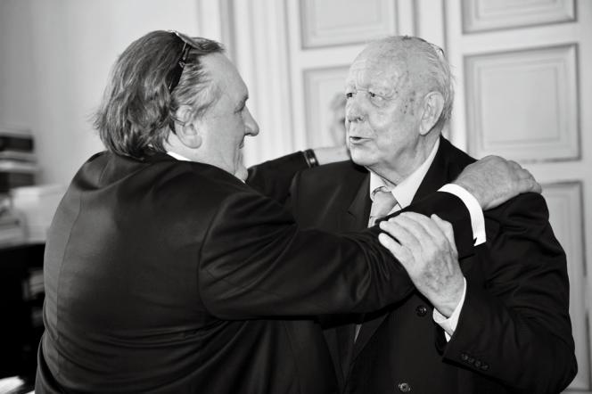 Le 1er septembre 2015, Gérard Depardieu rendait visite au maire de Marseille, Jean-Claude Gaudin,  personnage dont il s'est inspiré pour son rôle.