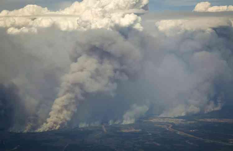 Les services d'urgence ont fait état de 2 000 habitations ravagés.
