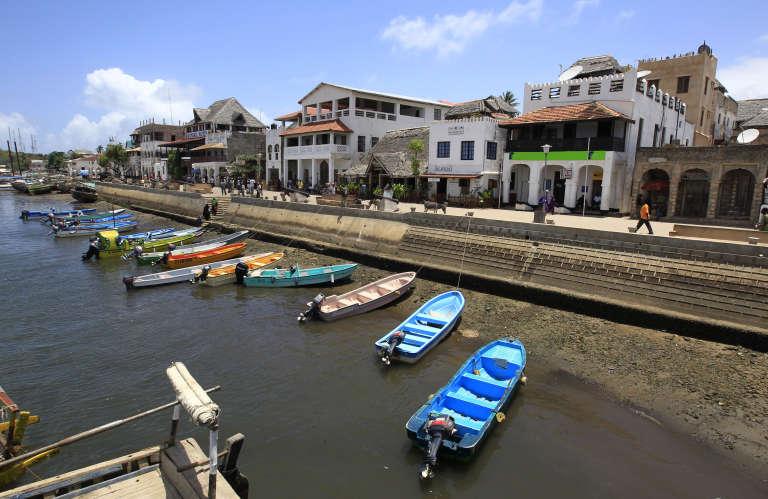Le port de Lamu, menacé, comme toute l'île et l'archipel de l'océan Indien, par le projet de pipeline Lapsset qui doit traverser le Kenya et fixer son terminal portuaire à Lamu. Les travaux ont débuté dans la discrétion.