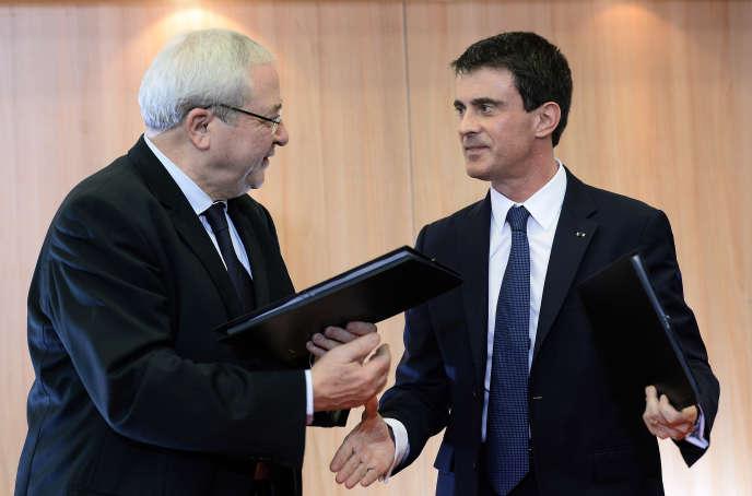 Jean-Paul Huchon, alors président de la région Ile-de-France, avec Manuel Valls, le 16 février 2015.