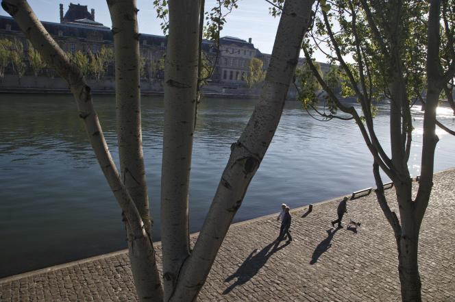 Sur les bords de Seine à Paris, le 5 mai.