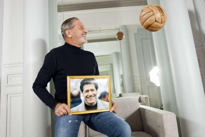 Jean-Claude Darmon dans son hôtel particulier, rue de Liège à Paris, fin avril.