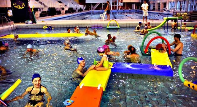 Seul un collégien sur deux de Seine-Saint-Denis sait nager, selon une étude réalisée en 2013-2014 par la direction des services départementaux de l'éducation nationale.