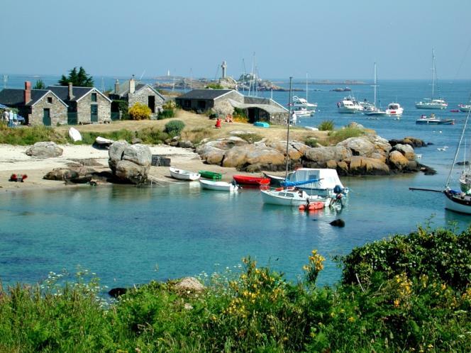 La Grande Cale est réservée aux pêcheurs et aux petits bateaux venus du continent.