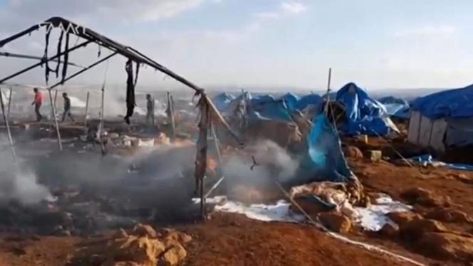 Des images du camp bombardé de Sarmada.