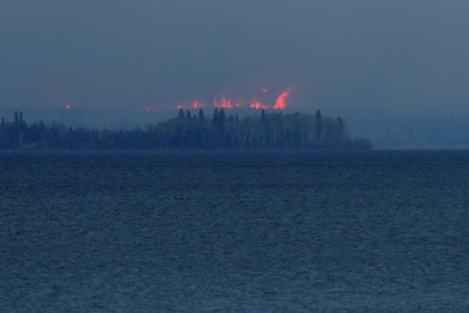 Des incendies autour de Gregoire Lake, près de Fort McMurray, en Alberta, jeudi 5 mai.