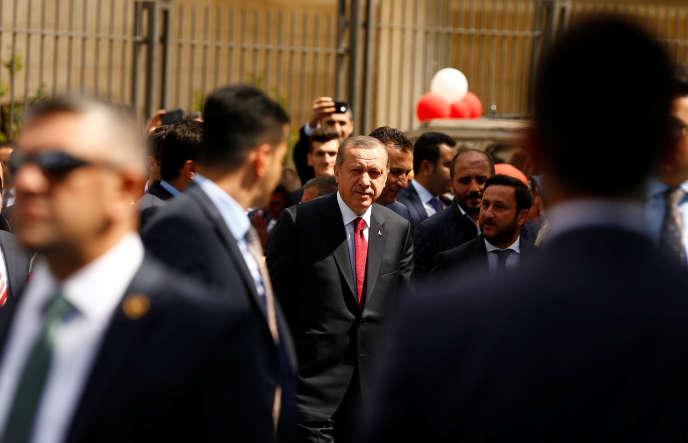 Recep Tayyip Erdogan, avant de prononcer un discours, à Istanbul, le 6mai.