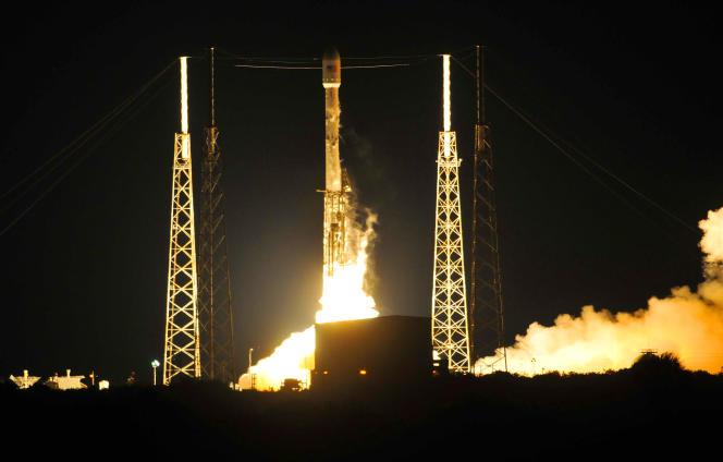 Une fusée Falcon9 de Space X décolle de Cap Canaveral, en Floride, vendredi 6 mai.