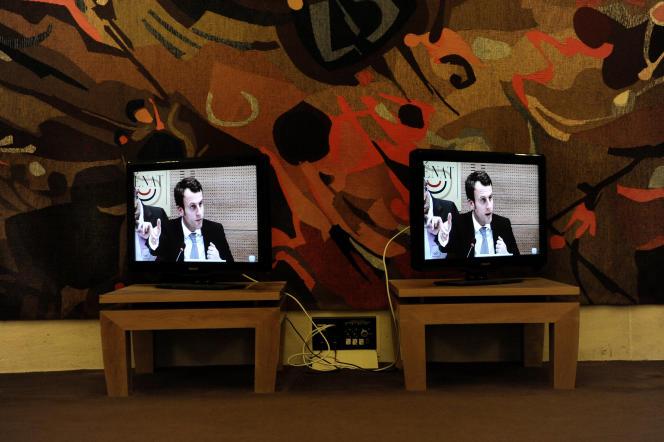 Au Sénat, le 4 mars 2015. Retransmission de l'audition d'Emmanuel Macron par la commission spéciale chargée du projet de loi «croissance et activité».