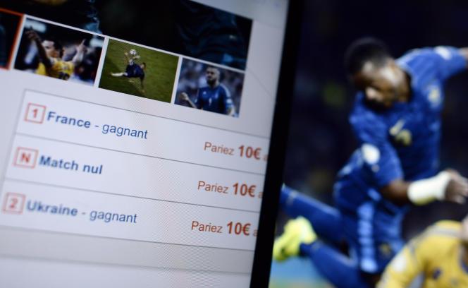 Ecrans de pari en ligne durant un match de football opposant les équipe de France et d'Ukraine en novembre 2013.