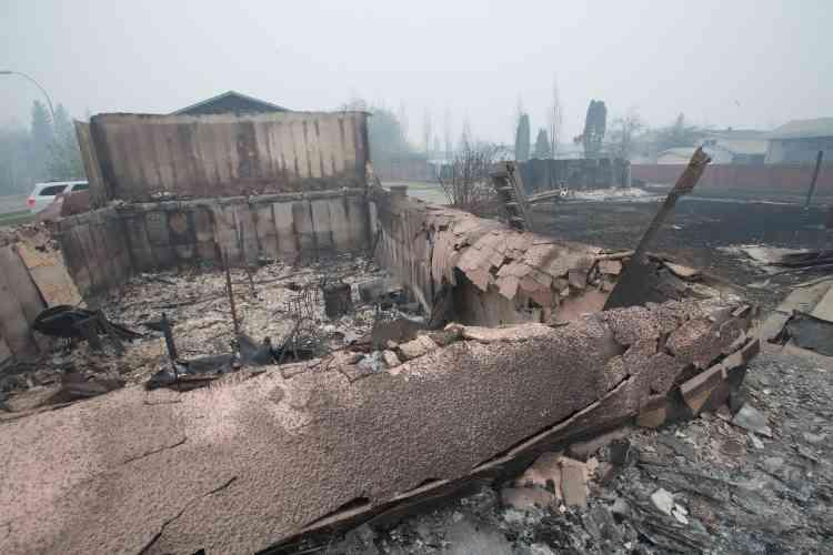 Les autorités ont fait savoir que depuis mercredi 1600constructions, dont des centaines d'habitations, ont été la proie des flammes.