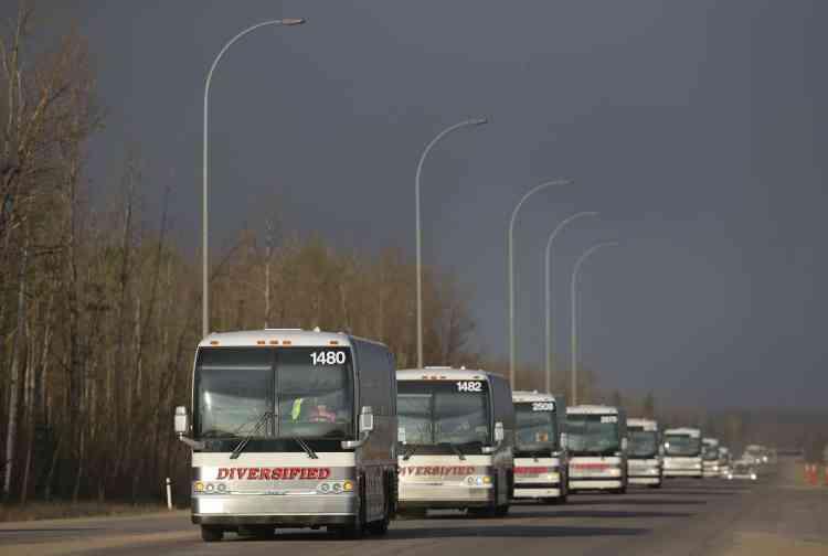 Des milliers d'habitants ont été évacués par convoi.