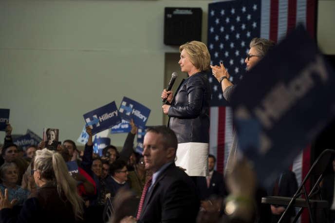 « Je demande aux gens de rejoindre cette campagne et j'ai eu beaucoup de sollicitations de républicains ces derniers jours qui sont intéressés pour en parler », a déclaré Hillary Clinton, lors de l'émission «Face the Nation».