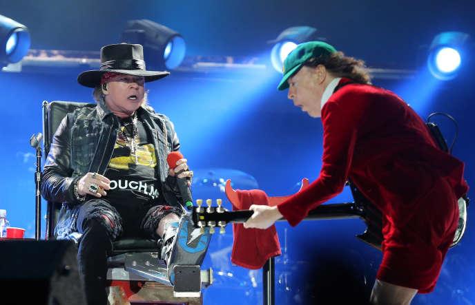 Le chanteur Axl Rose et le guitariste Angus Young à Lisbonne, le 7 mai.