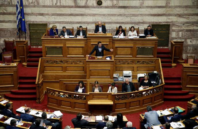 Le premier ministre grec, Alexis Tsipras, devant la Vouli (le Parlement grec), à Athènes, le 8 mai.