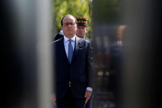 François Hollande, pendant les commémorations du 8-Mai, à Paris.