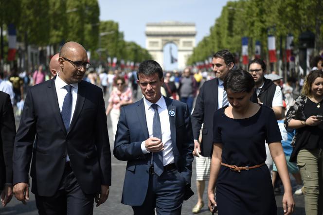 Le secrétaire d'Etat chargé des affaires européennes, Harlem Désir, le premier ministre ,Manuel Valls, et la ministre de l'éducation ,Najat Vallaud-Belkacem, à Paris le 8 mai.