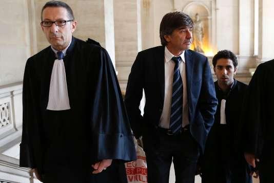 L'avocat Gabriel Versini-Bullara et son client, Michel Neyret, au tribunal correctionnel de Paris, le 9 mai.