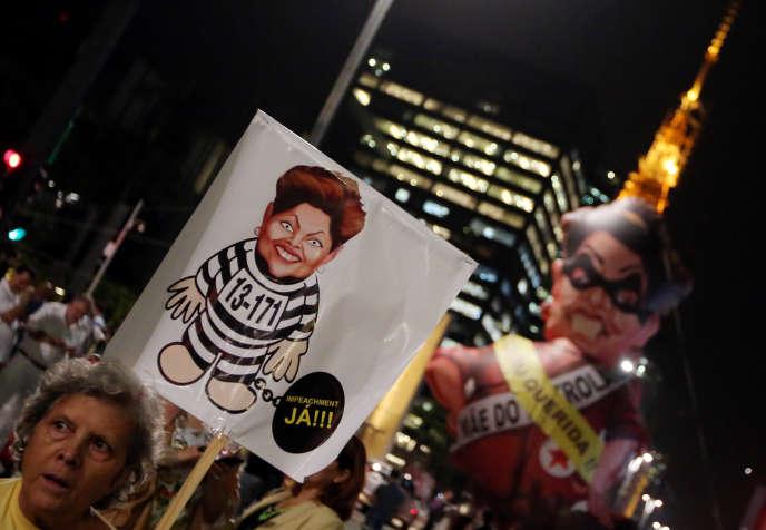 Des manifestants appelant à la destitution de Dilma Rousseff, le 9 mai 2016 à Sao Paulo.