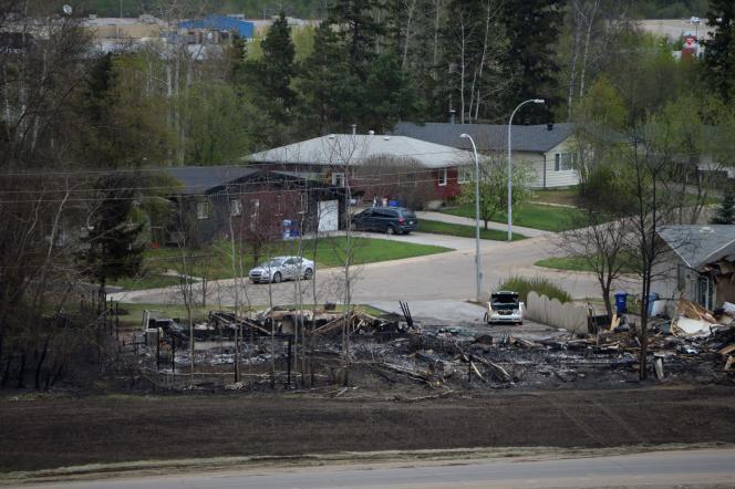 Dans le quartier d'Abasands à Fort McMurray, en partie dévoré par les flammes.