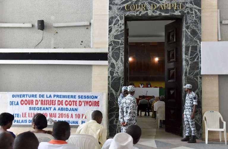 Lors de la comparution de Simone Gbagbo pour « crimes contre l'humanité», le 9 mai à Abidjan.