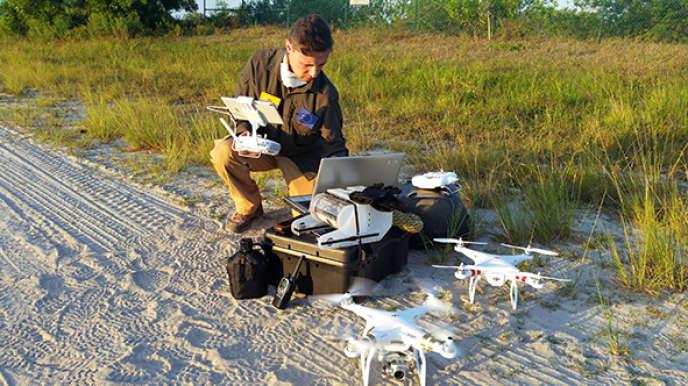 Benoît Duverneuil, fondateur d'un groupe de recherche en archéologie franco-équatorien, envoie une petite flotte de drones pour réaliser des opérations de secours et des études après le tremblement de terre en Equateur.