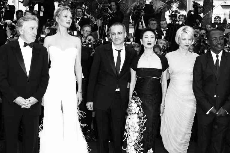 MARTINA GUSMAN, ROBERT DE NIRO, UMA THURMAN, OLIVIER ASSAYAS, NANSUN SHI, LINN ULLMANN, MAHAMAT SALEH HAROUN, JUDE LAW ET JOHNNIE TO - MONTEE DES MARCHES POUR L'OUVERTURE DU 64 EME FESTIVAL INTERNATIONAL DU FILM DE CANNES 2011