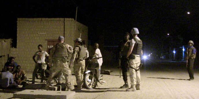 Une patrouille de la Minusma dans les rues de Tombouctou, le 2 mai.