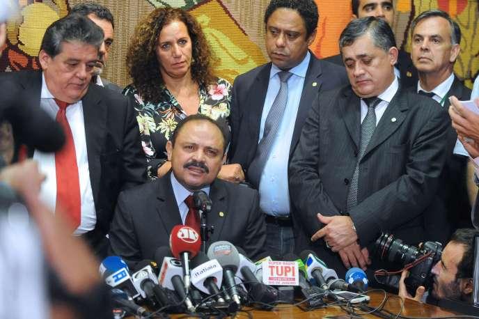 Le président de la Chambre des députés brésiliens,Waldir Maranhao (au centre), le 9 mai 2016.